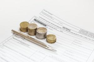 Antrag mit Geldmünzen